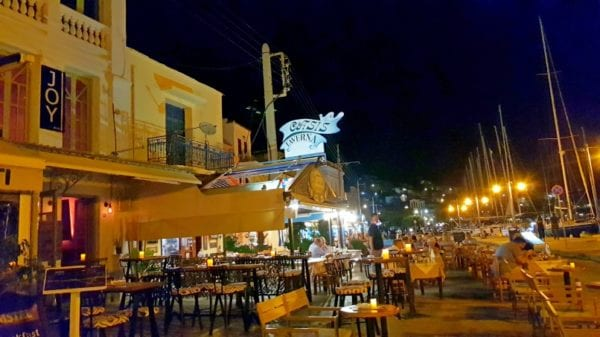 direkt-bei-den-restaurants in Poros